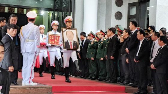 Xúc động tiễn đưa Chủ tịch nước Trần Đại Quang về nơi an nghỉ cuối cùng ảnh 11