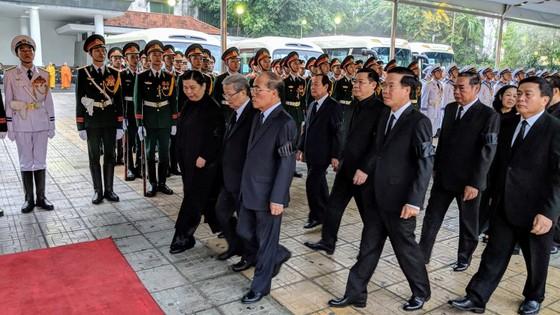 Xúc động tiễn đưa Chủ tịch nước Trần Đại Quang về nơi an nghỉ cuối cùng ảnh 49