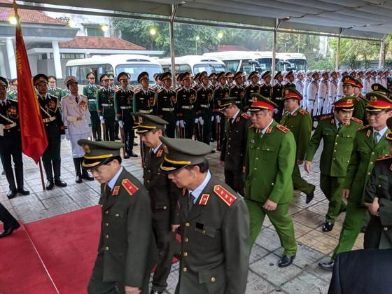 Xúc động tiễn đưa Chủ tịch nước Trần Đại Quang về nơi an nghỉ cuối cùng ảnh 50