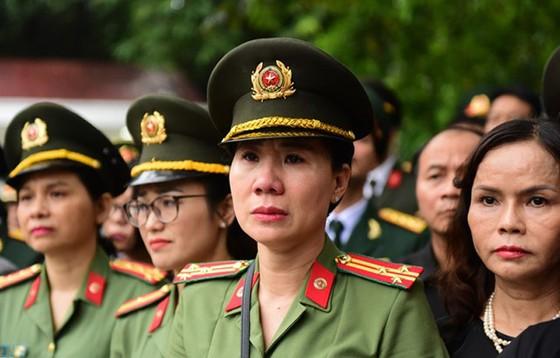 Xúc động tiễn đưa Chủ tịch nước Trần Đại Quang về nơi an nghỉ cuối cùng ảnh 45