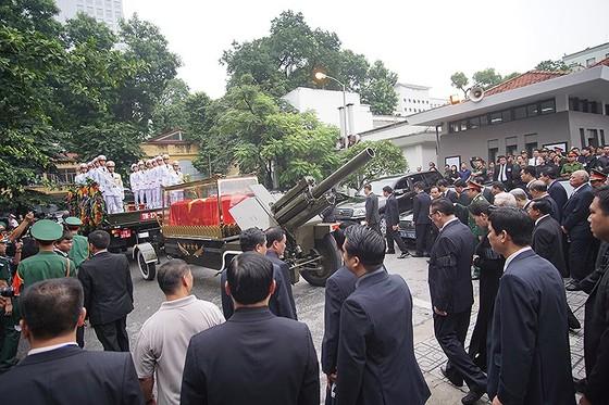 Xúc động tiễn đưa Chủ tịch nước Trần Đại Quang về nơi an nghỉ cuối cùng ảnh 23