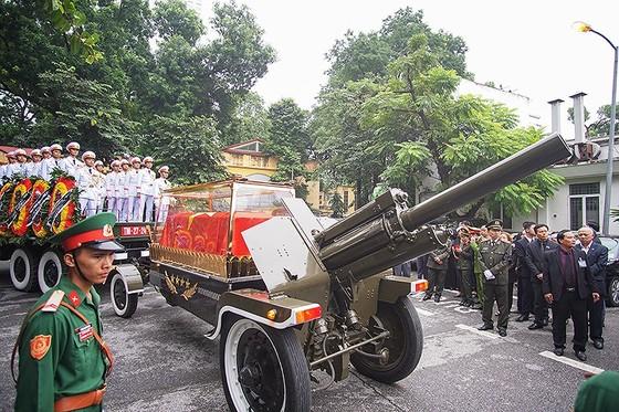 Xúc động tiễn đưa Chủ tịch nước Trần Đại Quang về nơi an nghỉ cuối cùng ảnh 24