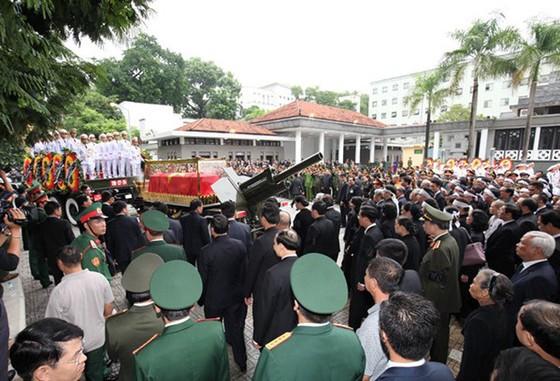 Xúc động tiễn đưa Chủ tịch nước Trần Đại Quang về nơi an nghỉ cuối cùng ảnh 19