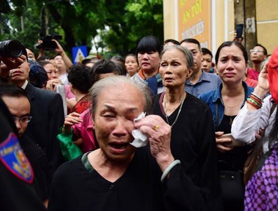 Xúc động tiễn đưa Chủ tịch nước Trần Đại Quang về nơi an nghỉ cuối cùng ảnh 46