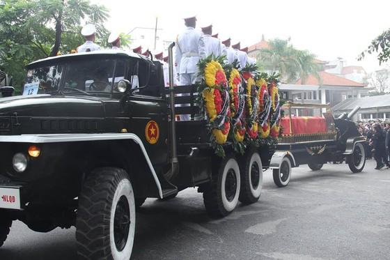 Xúc động tiễn đưa Chủ tịch nước Trần Đại Quang về nơi an nghỉ cuối cùng ảnh 42