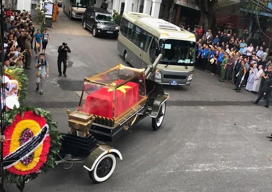 Xúc động tiễn đưa Chủ tịch nước Trần Đại Quang về nơi an nghỉ cuối cùng ảnh 43