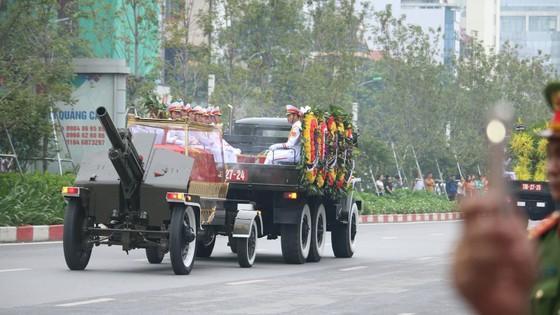 Xúc động tiễn đưa Chủ tịch nước Trần Đại Quang về nơi an nghỉ cuối cùng ảnh 33