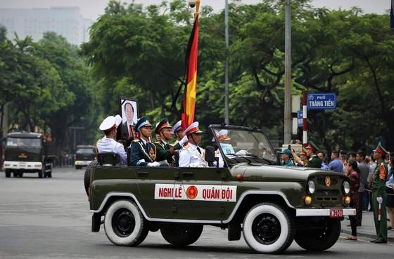 Xúc động tiễn đưa Chủ tịch nước Trần Đại Quang về nơi an nghỉ cuối cùng ảnh 38