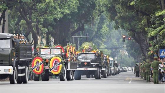 Xúc động tiễn đưa Chủ tịch nước Trần Đại Quang về nơi an nghỉ cuối cùng ảnh 39
