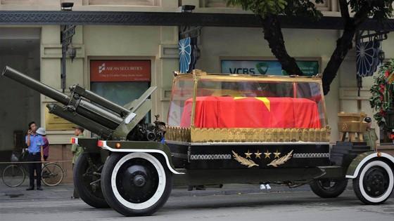 Xúc động tiễn đưa Chủ tịch nước Trần Đại Quang về nơi an nghỉ cuối cùng ảnh 31
