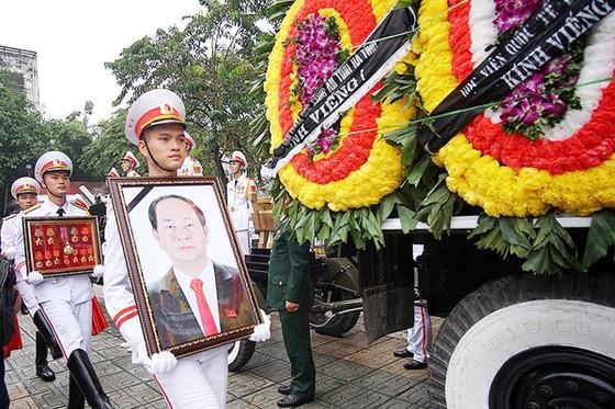 Xúc động tiễn đưa Chủ tịch nước Trần Đại Quang về nơi an nghỉ cuối cùng ảnh 14