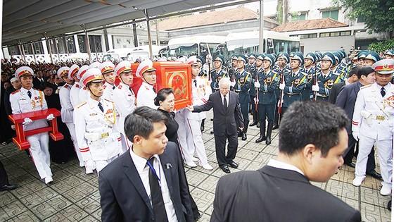 Xúc động tiễn đưa Chủ tịch nước Trần Đại Quang về nơi an nghỉ cuối cùng ảnh 21