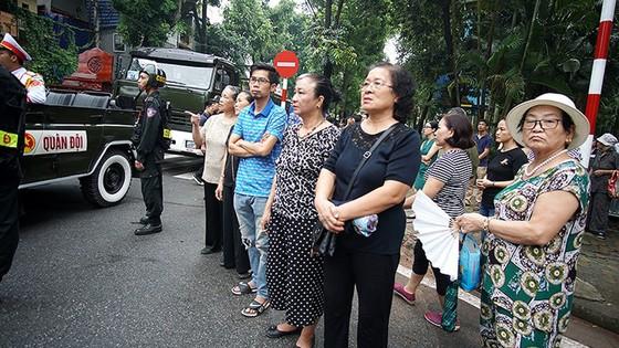 Xúc động tiễn đưa Chủ tịch nước Trần Đại Quang về nơi an nghỉ cuối cùng ảnh 44