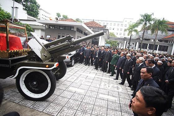 Xúc động tiễn đưa Chủ tịch nước Trần Đại Quang về nơi an nghỉ cuối cùng ảnh 22