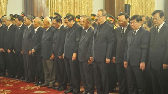 Xúc động tiễn đưa Chủ tịch nước Trần Đại Quang về nơi an nghỉ cuối cùng ảnh 8