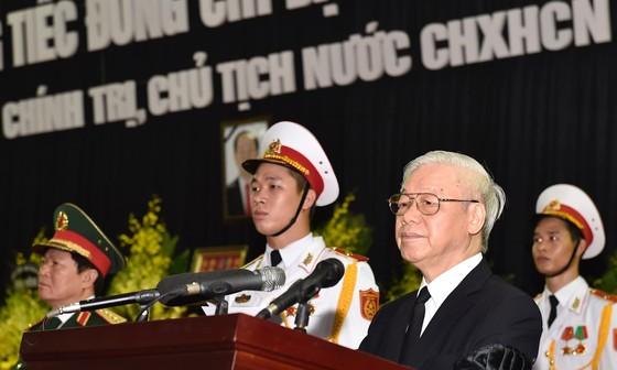 Xúc động tiễn đưa Chủ tịch nước Trần Đại Quang về nơi an nghỉ cuối cùng ảnh 2