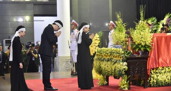 Xúc động tiễn đưa Chủ tịch nước Trần Đại Quang về nơi an nghỉ cuối cùng ảnh 7