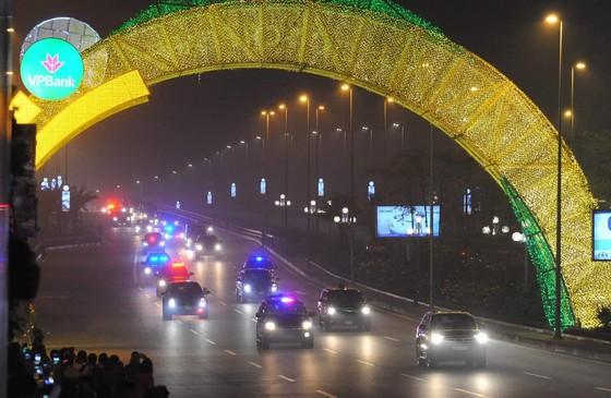 Tổng thống Mỹ Donald Trump đã đến Hà Nội ảnh 23