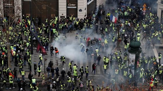 Cảnh sát Pháp bắt hàng trăm người biểu tình áo vàng ở Paris ảnh 2