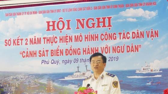 Tặng quà, hỗ trợ ngư dân huyện đảo Phú Quý ảnh 1
