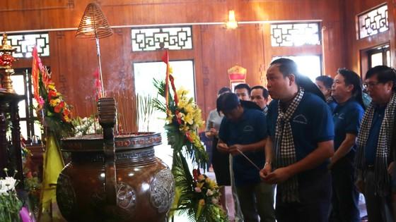 Đoàn cán bộ Văn phòng Thành ủy TPHCM về quê hương Bác Hồ.  ảnh 2