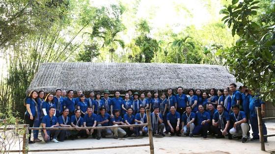 Đoàn cán bộ Văn phòng Thành ủy TPHCM về quê hương Bác Hồ.  ảnh 1