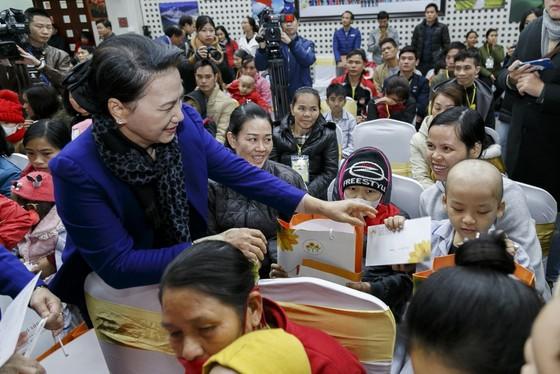 Chủ tịch Quốc hội Nguyễn Thị Kim Ngân chúc tết cán bộ hưu trí của Quốc hội ảnh 2