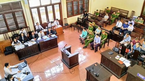 Tranh luận căng thẳng sau đề nghị trả hồ sơ vụ án tai biến chạy thận ở Hòa Bình ảnh 2