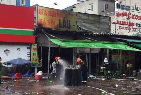 Cháy quán bia hơi giữa trời mưa, một phụ nữ thiệt mạng ảnh 1