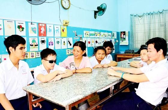 Tuyên dương 63 thầy cô giáo tiêu biểu dạy học sinh khuyết tật ảnh 2