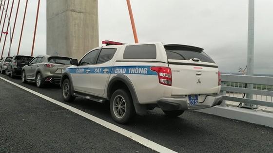 Cầu dây văng lớn nhất Việt Nam vừa thông xe đã xuất hiện vi phạm! ảnh 5