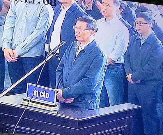 """Bắt đầu xét xử ông Phan Văn Vĩnh và đồng phạm trong """"đại án"""" đánh bạc hàng ngàn tỷ ảnh 7"""