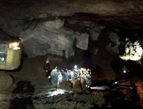 Thi thể phu vàng cuối cùng được đưa ra khỏi hang Cột Cờ ảnh 1