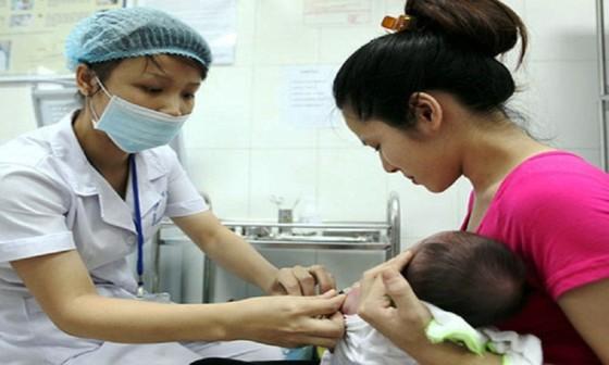 Thêm nhiều trẻ bị phản ứng sau tiêm vaccine ComBE Five ảnh 2