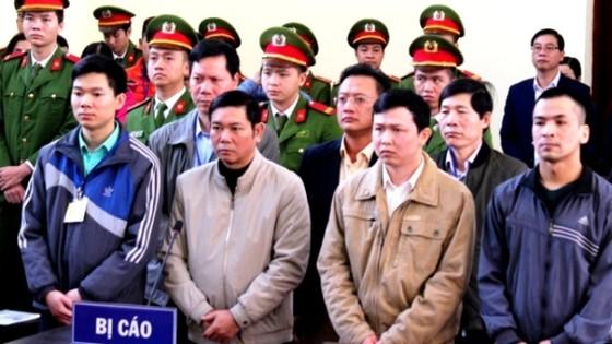 Đề nghị mức án tù giam đối với bác sĩ Lương cùng 6 bị cáo  ảnh 1