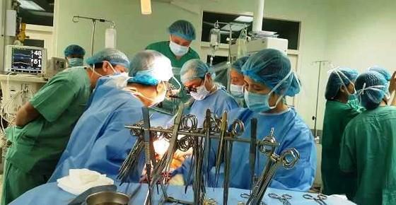 """""""Trái tim"""" từ Hà Nội vào Huế cứu sống bệnh nhân suy tim giai đoạn cuối ảnh 2"""