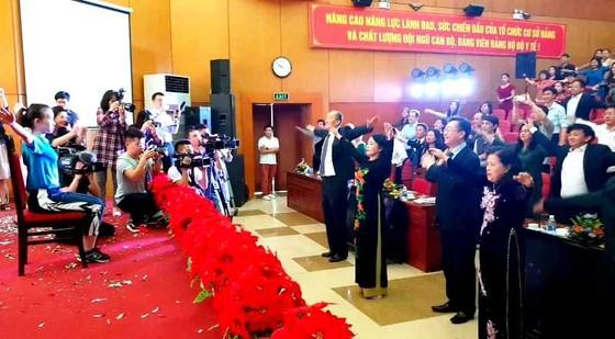 Bộ trưởng Bộ Y tế tập thể dục trong khai mạc Những ngày phim y tế Việt Nam 2019 ảnh 2