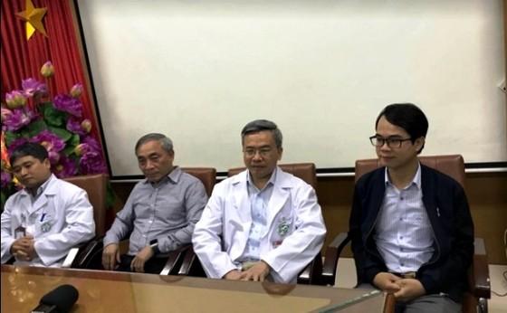 Bệnh viện Bạch Mai họp báo, bác sĩ Phong xin lỗi vì những phát ngôn tại chùa Ba Vàng ảnh 2