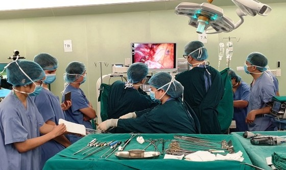 Bệnh nhân ung thư phổi xuất viện sau 4 ngày nhờ kỹ thuật mới ảnh 1