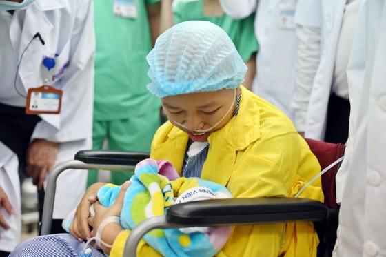 Nghẹn ngào giây phút người mẹ ung thư di căn ôm con trai bé bỏng! ảnh 3