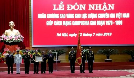 Chuyên gia Việt Nam giúp Cách mạng Campuchia nhận Huân chương Sao Vàng ảnh 2