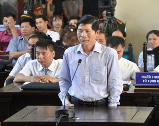 Lĩnh án tù, cựu Phó Giám đốc Bệnh viện tỉnh Hòa Bình bị khai trừ Đảng  ảnh 1