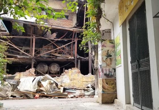 Chợ vẫn họp xung quanh khu vực xảy ra vụ cháy Công ty Rạng Đông ảnh 2