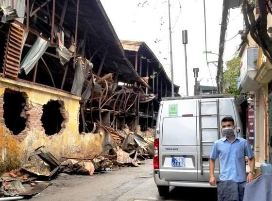 Chợ vẫn họp xung quanh khu vực xảy ra vụ cháy Công ty Rạng Đông ảnh 5