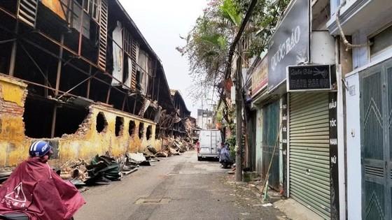 Chợ vẫn họp xung quanh khu vực xảy ra vụ cháy Công ty Rạng Đông ảnh 1