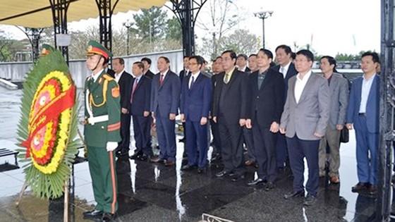 Phó Thủ tướng Vũ Đức Đam thăm các thầy thuốc ở miền núi tỉnh Quảng Trị ảnh 3