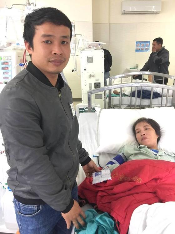 Trao tiền giúp nhiều bệnh nhân nghèo miền Trung ảnh 2