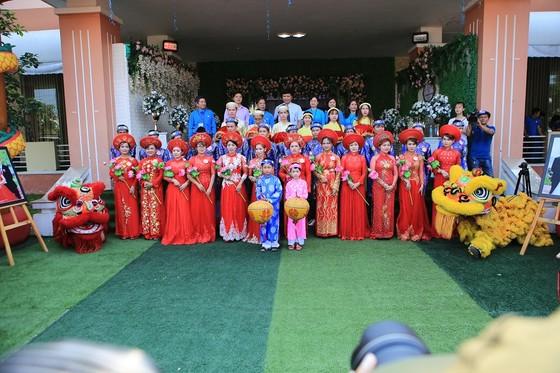 12 cặp đôi dâng hoa Bác Hồ trước lễ cưới tập thể ảnh 10