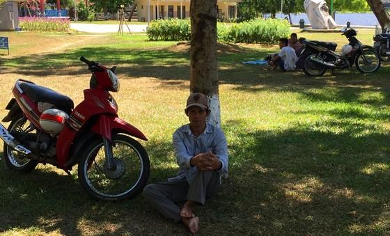 Người dân miền Trung vật vã trong nắng nóng  ảnh 2