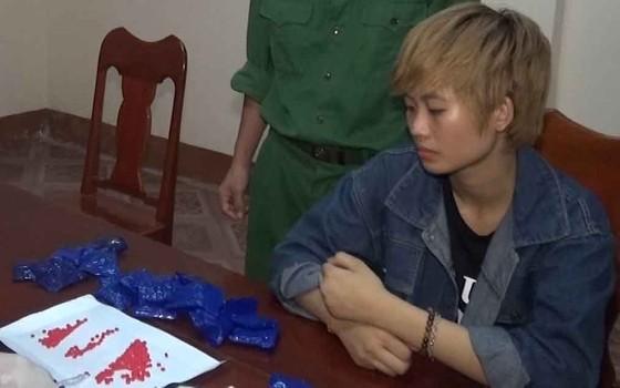 CLIP: Thiếu nữ 17 tuổi vượt biên sang Lào mua 4.234 viên ma túy ảnh 1